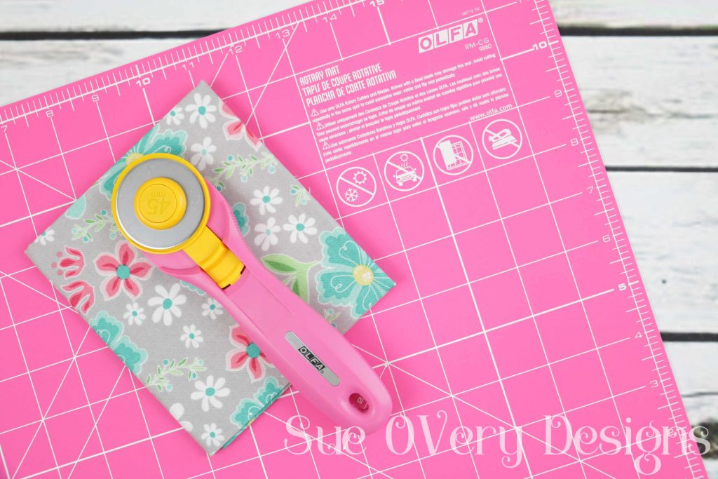 PT - How to use the Olfa splash rotary cutter, rotary cutters, how to use a rotary cutter, cutting mat, quilting, how to quilt, Does this notion really work_